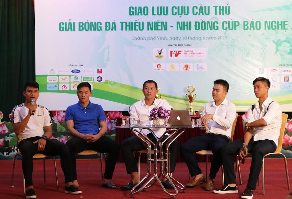 Trong khuôn khổ buổi họp báo, cũng đã diễn ra giao lưu cựu cầu thủ giải bóng đá TN – NĐ cúp báo Nghệ An như Phan Văn Đức, Nguyên Mạnh, Phạm Xuân Mạnh
