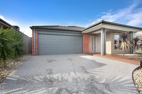 Photo of property at 15 George Frederick Road, Cranbourne West 3977