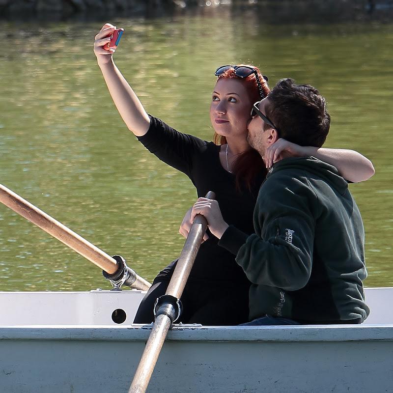 Selfiemania (quando una foto conta più di un bacio)  di romano
