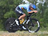 Victor Campenaerts rijdt donderdagavond koers op Zwift