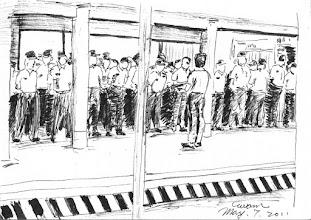Photo: 上班點名2011.05.07鋼筆 上班時百來位戒護科同仁排排站,這是監獄裡人數最多、工作最為辛勞的科室,卻也是最不受重視的一群…
