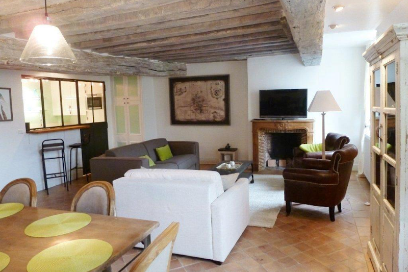 latin quarter serviced apartment living area