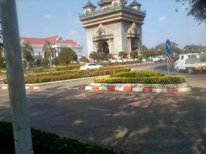 Photo: Arc de Triumphe Clon in Vientiane