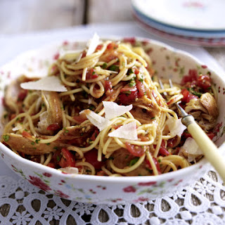 Spaghetti with Chicken and Fresh Tomato-Basil Sauce