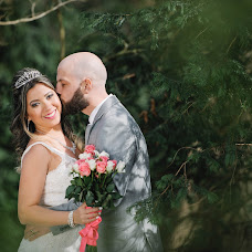 Wedding photographer Taya Moon (tayazahalska). Photo of 29.04.2018