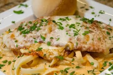 Comfort Food Essentials: Cheesy Chicken  & Pasta