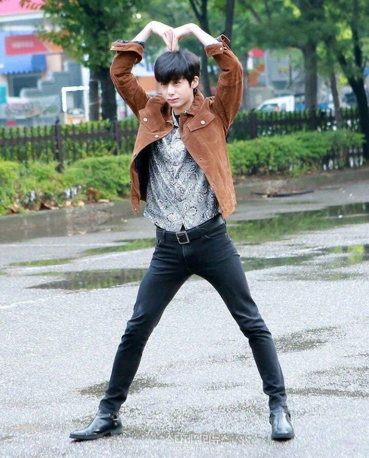 hyungwon body 19