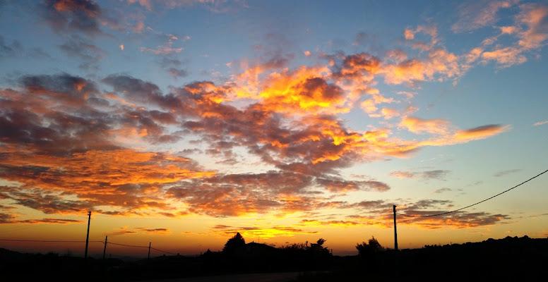 Nuvole colorate dalla luce del tramonto di MWALTER