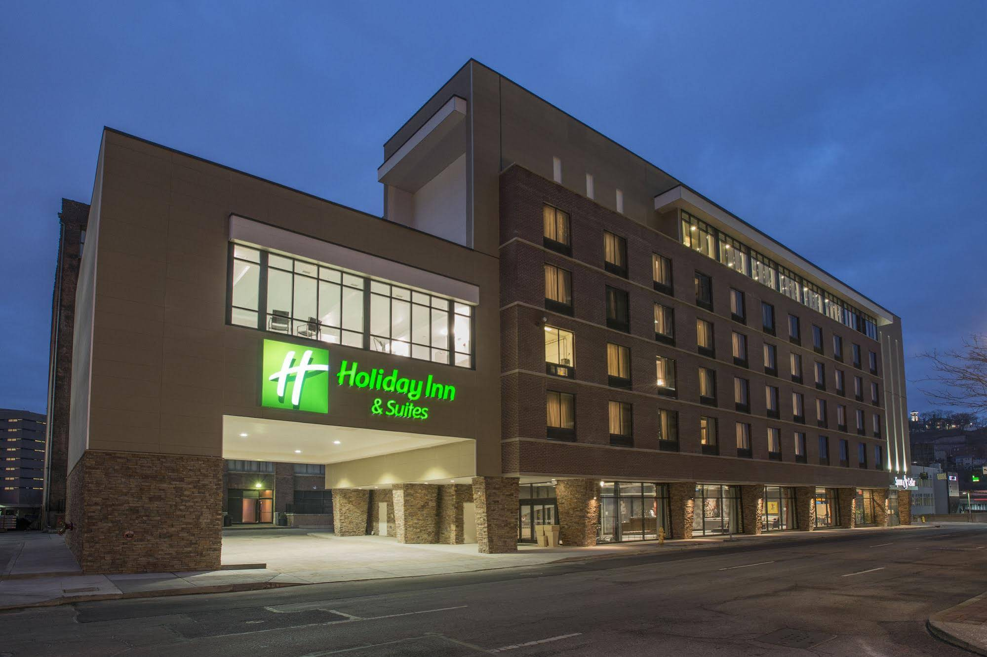 Holiday Inn and Suites Cincinnati Downtown