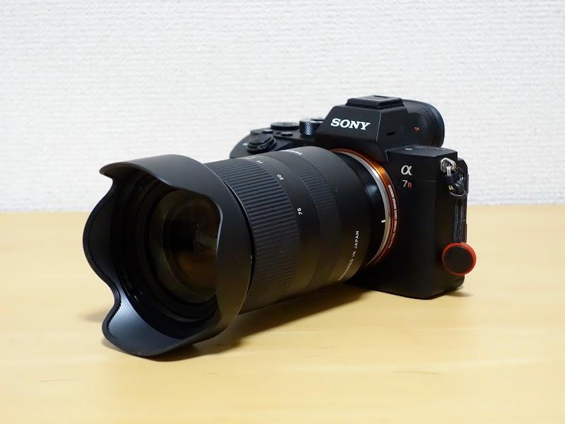 タムロン 28-75mm f2.8をカメラに取り付けると