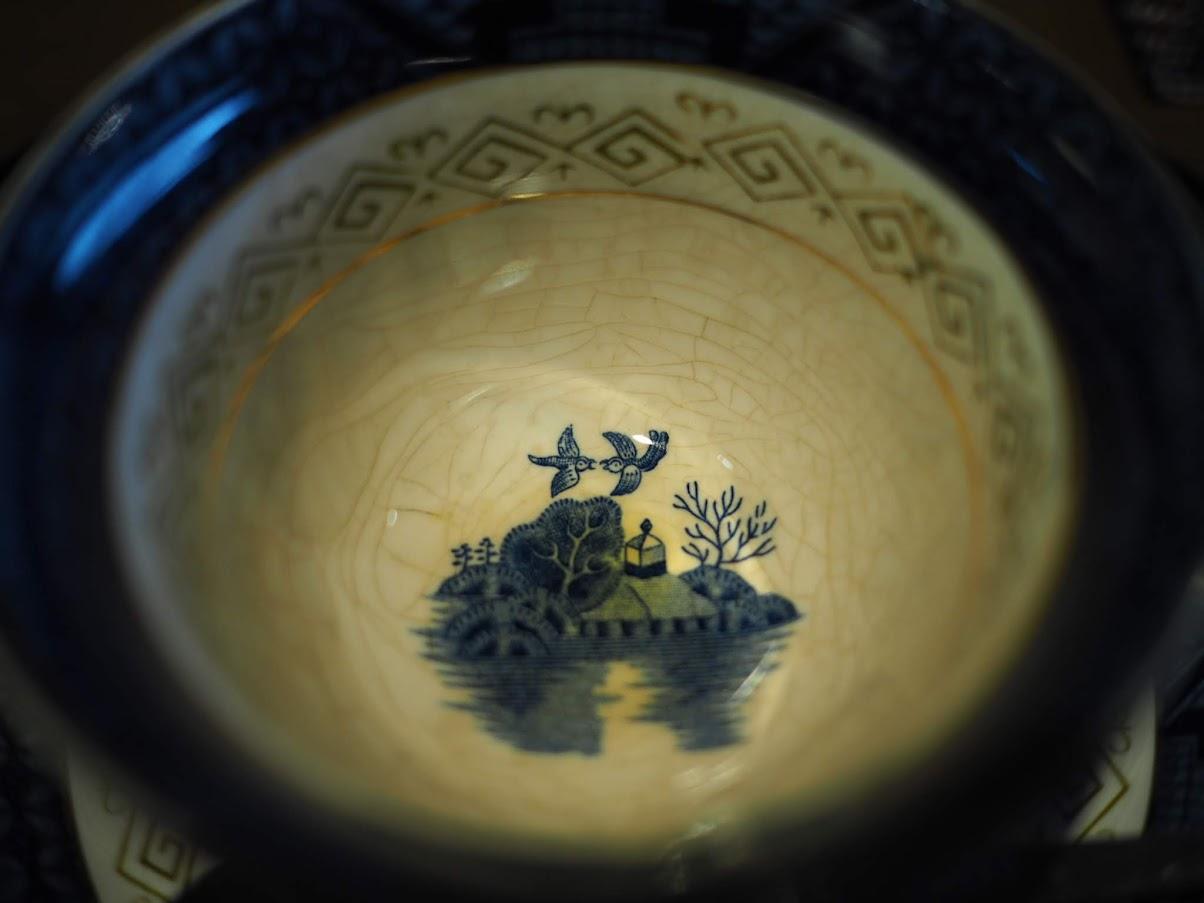 コーヒーカップの底の柄が美しい