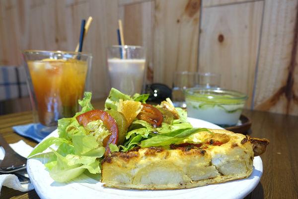 Chez Nous Taipei‧坐擁天窗的南法鄉村小店,一吃就愛上的油封番茄羊乳酪鹹派!!!
