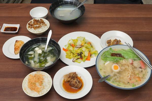 金鱻料理 金鱻鮮魚湯 |台南鮮魚湯|簡單卻也不簡單的平價美食|深夜現選新鮮漁獲|獨家自製鮭魚肉鬆,好吃又健康