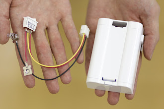 Photo: つぎに電池ボックスを組み立てていきます。