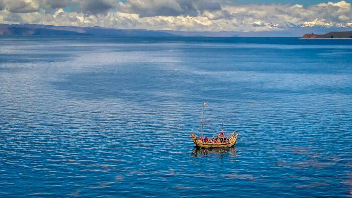 handmade boat in lago titicaca near isla del Sol bolivia copacabana