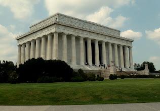 Photo: Lincoln Memorial.