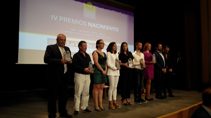 Foto de familia de los galardonados en los IV Premios Nacimiento.