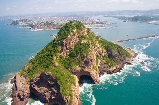 El-Faro-Lighthouse-Mazatlan.jpg - El Faro, the lighthouse of Mazatlan, is a top hiking location.