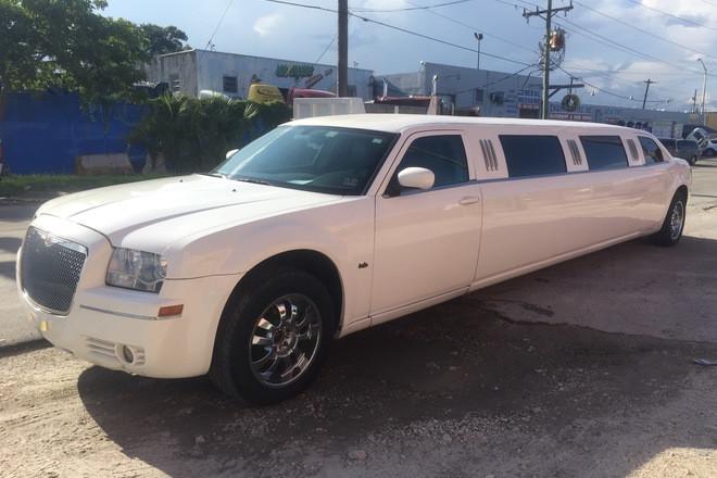 """2006 Empire Coach 130"""" Hire Miami"""