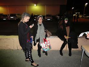 Photo: Kelly, Valou, et Carol qui nous ont rejoints après la randonnée pour l'apéro.