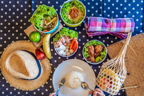 Enjoy Thai lunch at Na Beach on Koh Miang
