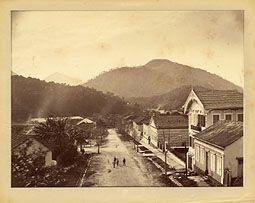 Photo: Rua Marechal Deodoro, antiga Rua Princesa D. Januária. Foto de 1865