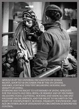 Photo: Die Allgemeine Erklärung der Menschenrechte  Resolution 217 A (III) vom 10.12.1948 / Artikel 25  1.Jeder hat das Recht auf einen Lebensstandard, der seine und seiner Familie Gesundheit und Wohl gewährleistet, einschließlich Nahrung, Kleidung, Wohnung, ärztliche Versorgung und notwendige soziale Leistungen gewährleistet sowie das Recht auf Sicherheit im Falle von Arbeitslosigkeit, Krankheit, Invalidität oder Verwitwung, im Alter sowie bei anderweitigem Verlust seiner Unterhaltsmittel durch unverschuldete Umstände.   2.Mütter und Kinder haben Anspruch auf besondere Fürsorge und Unterstützung. Alle Kinder, eheliche wie außereheliche, genießen den gleichen sozialen Schutz.  Streetfotos und mehr: goo.gl/B1OsX8