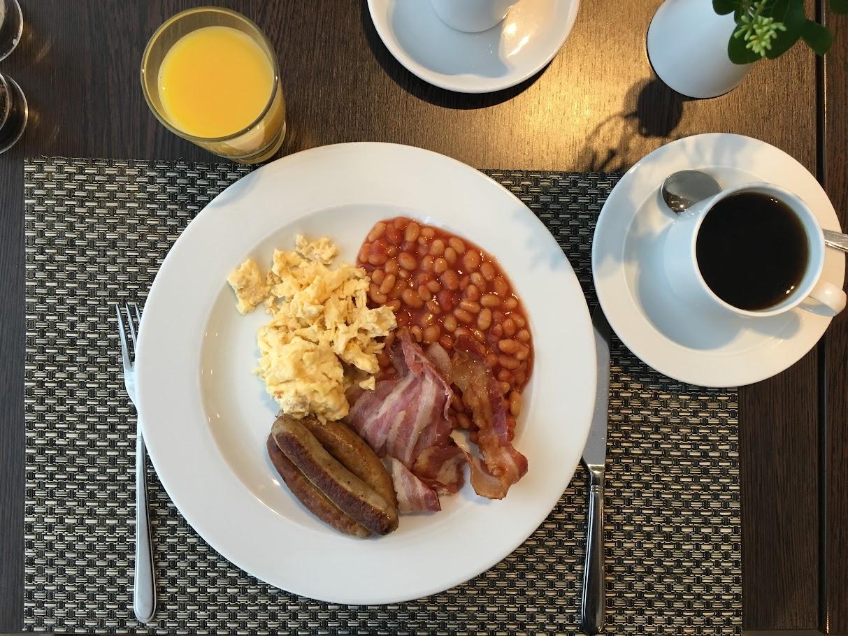 Herzhaftes Frühstück im Hotel Mercure Hamburg City