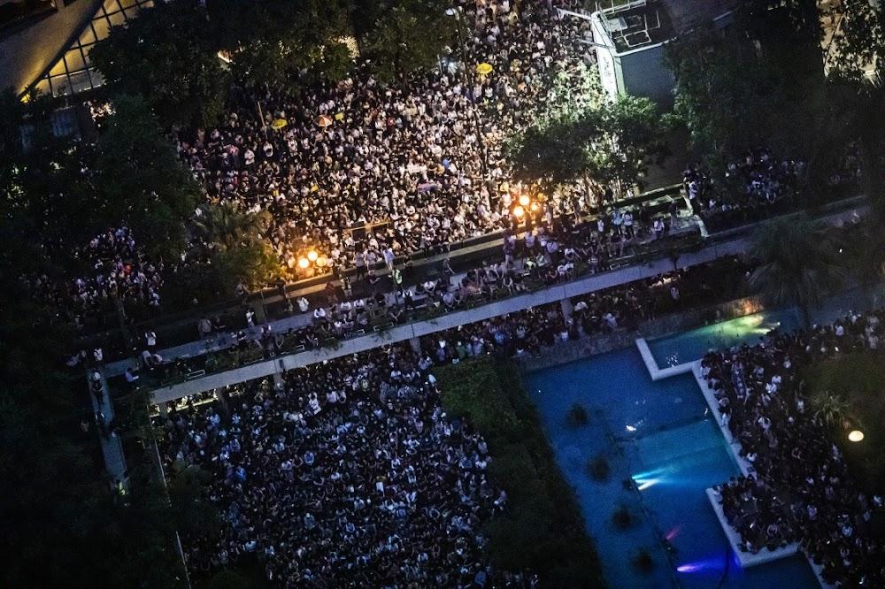 China word toenemend militant oor die voortdurende protes in Hong Kong