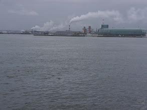 Photo: 福島アクアマリンと住友化学(煙を出す工場)。