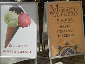 Photo: Random piadineria sign.