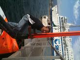 Photo: Steffen putting the mast