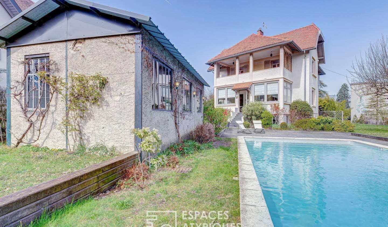 Maison avec piscine et terrasse Chambery