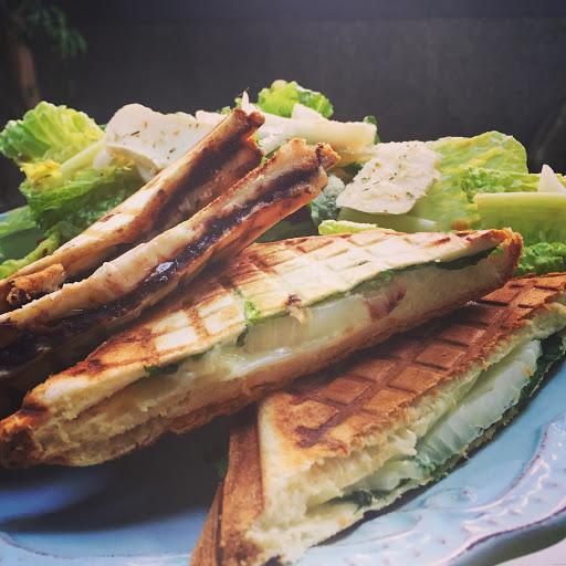 拉花根本花蓮地區最強!餐點連義大利麵條跟土司麵包都自己做的,超用心的!