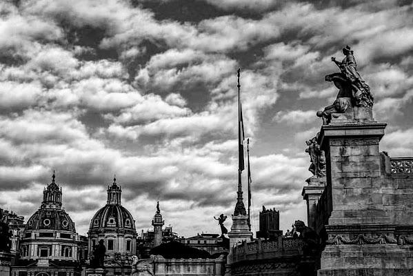 Sotto le nuvole delle città eterna di AsiaG