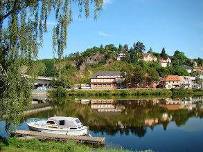 Photo: Davle, Hotel v pivovaře, vľavo Most Vltavanů