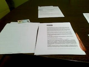 Photo: Firmando prestamo para pagar parte del master