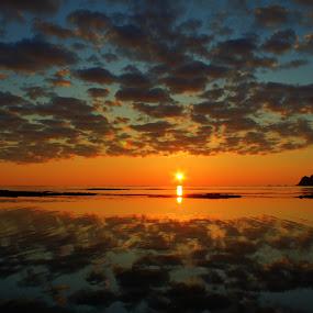 The midnight sun by Kenneth Pettersen - Landscapes Sunsets & Sunrises ( stave, midnight, måtind, andøy, sun )