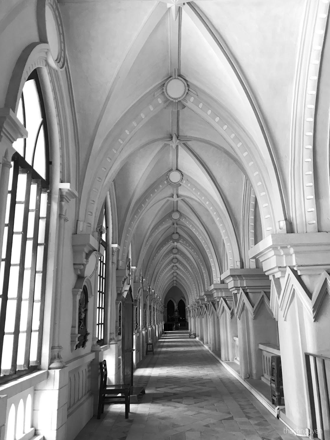 hành lang tầng 2 đan viện
