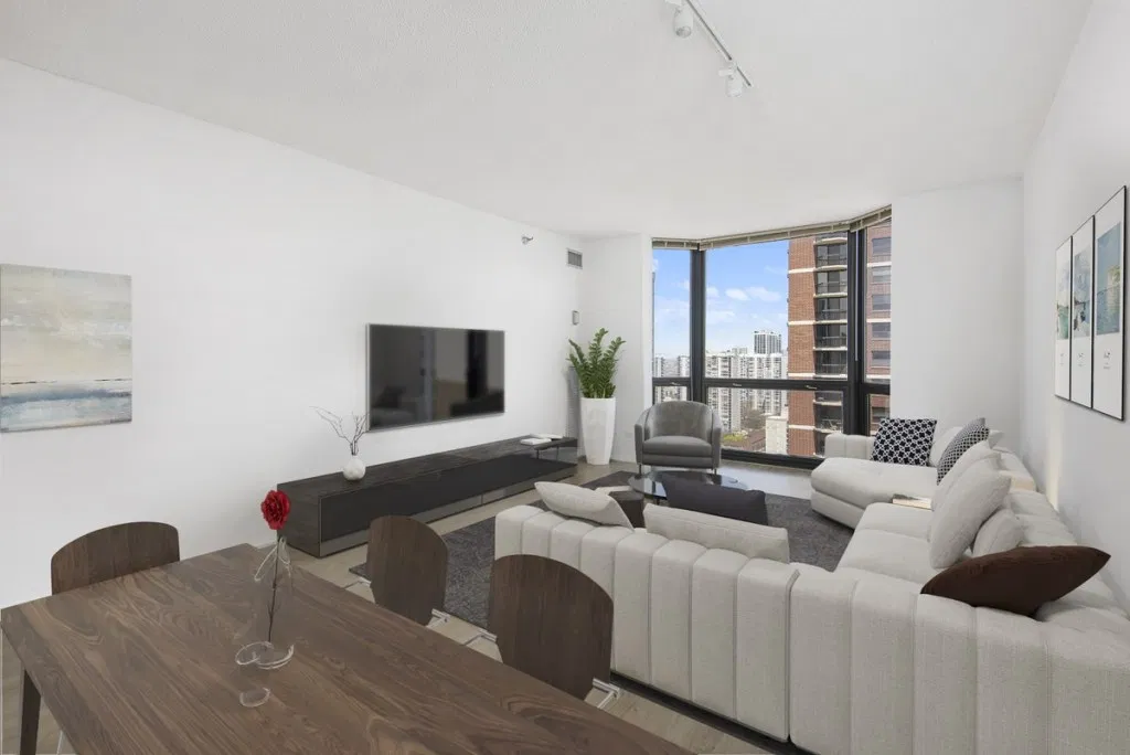 Thiết kế phòng khách rộng rãi với điểm nhấn là bộ sofa