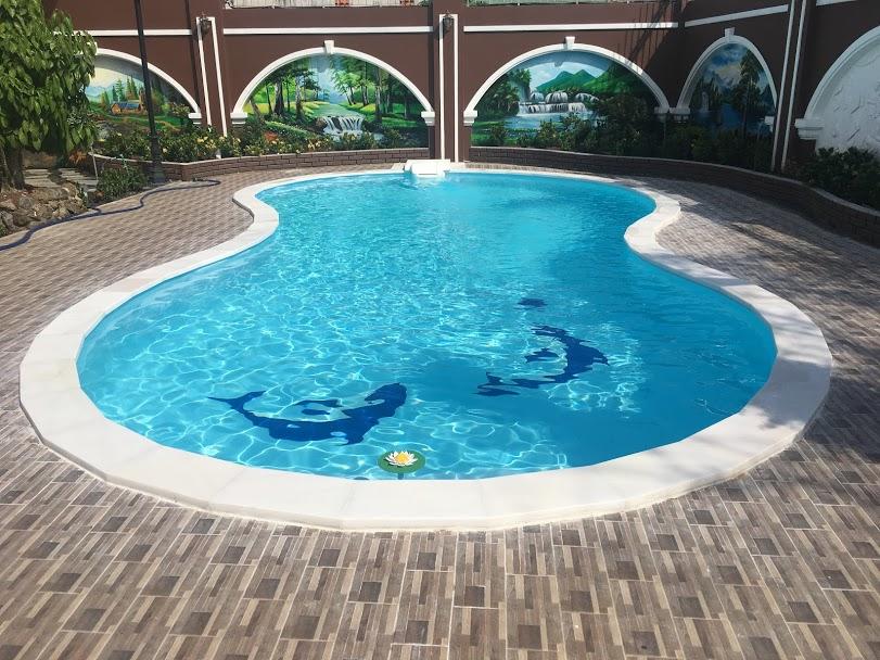 Bể bơi được thiết kế dạng uốn lượn