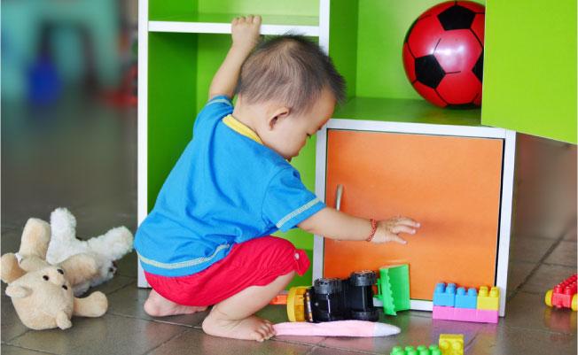 Rangsang kemampuan berjalan si Kecil dengan mainan favoritnya