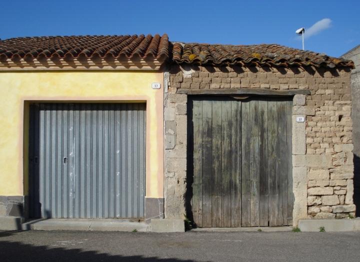 Contrasti di facciata.. di macrilù