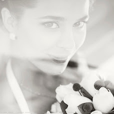Wedding photographer Yuliana Apina (MonaBente). Photo of 20.02.2014