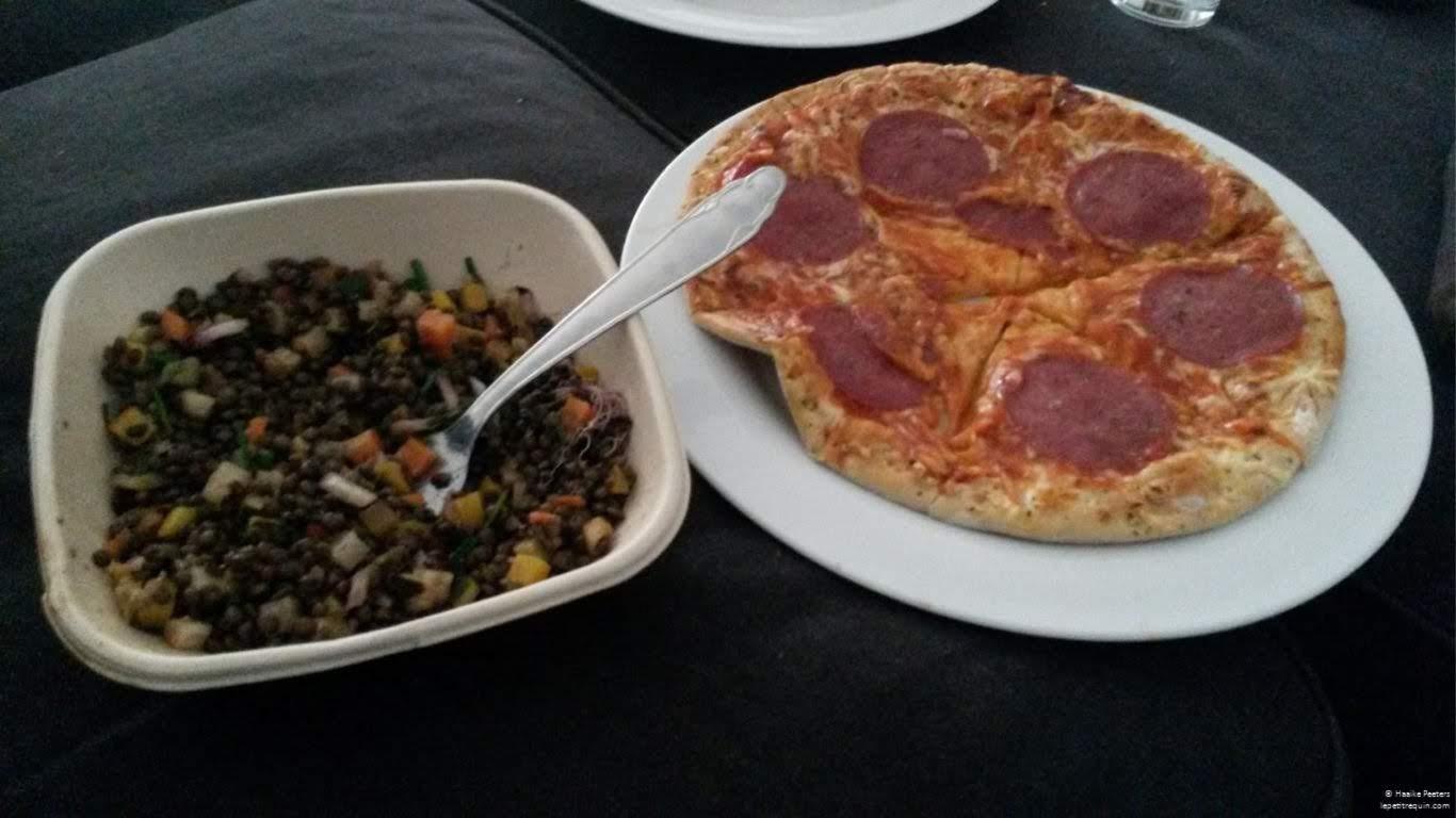 Pizza peperoni met linzensalade (Le petit requin)