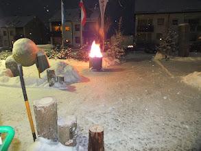 Photo: Die Feuerschale brennt und spendet später bestimmt genügend Wärme