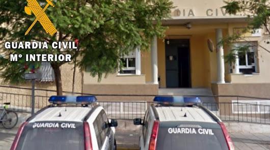 Investigan el origen de un incendio en un bloque de pisos de Vícar
