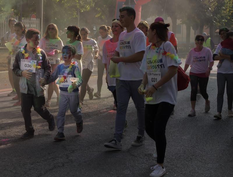 Uniti tra la folla di Andrea Beneventi