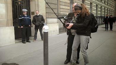 Photo: La police n'intervient pas, le film continue.