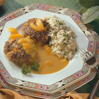 Frikadellen mit Aprikosen und Curry-Sauce